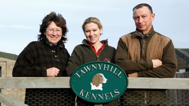 Tawnyhill Gundogs - Jean, Helen and Tony Price at Tawnyhill Kennels gate